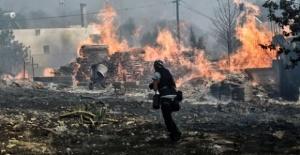 Atina yanıyor, en az 74 kişi feci olayda can verdi