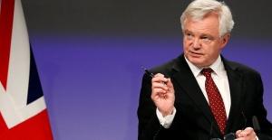 İngiltere'de kriz yaşanıyor, Brexit Bakanı Daniel Davis görevinden istifa etti