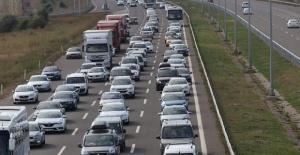 Tatilcilerin dönüş yolunda trafik durma noktasına geldi