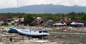 Endonezya'daki felakette ölü sayısı 2 bine yaklaştı