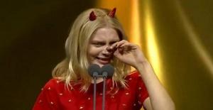 Aleyna Tilki Altın Kelebek ödül töreninde gözyaşlarına hakim olamadı