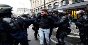 Paris'te Sarı Yelekliler protestosunda gözaltı sayısı artıyor