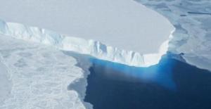 NASA Antarktika'da 14 milyar ton buzun sığacağı çukur tespit etti