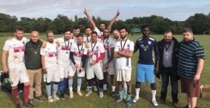 Trabzonspor UK, Royston FC'yi yenerek şampiyon oldu