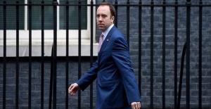 İngiltere Sağlık Bakanı Hancock'ın koronavirüs testi pozitif çıktı