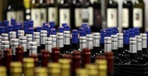 İran'da koronavirüse karşı sahte içki kullanan 27 kişi öldü