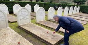 İngiltere'de 18 Mart Şehitleri Anma Günü ve Çanakkale Deniz Zaferi, Brookwood'daki Hava Şehitliğinde anıldı
