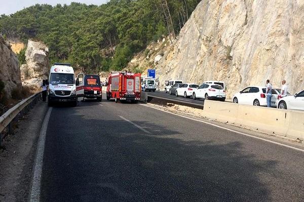 Antalya'da jandarma aracının geçişi sırasında patlama, 2 asker yaralı