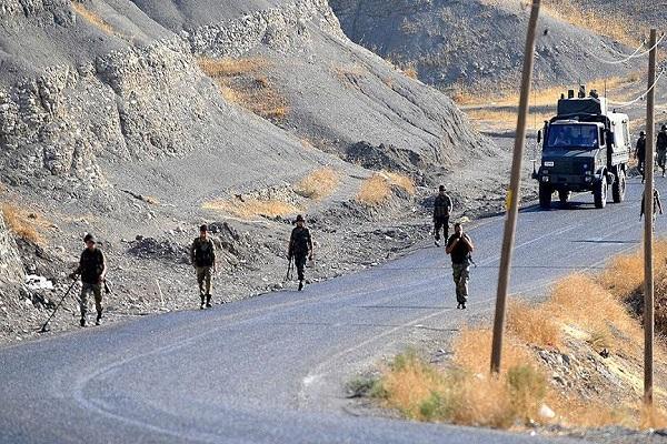 Hakkari-Çukurca karayolunda 1 terörist ölü ele geçirildi