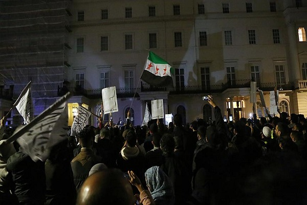 Londra ve New York'ta Halep protestosu