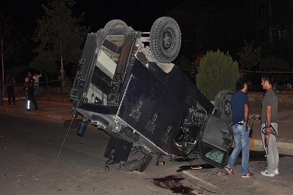 Zırhlı polis aracının devrilmesi sonucu 1 polis şehit oldu