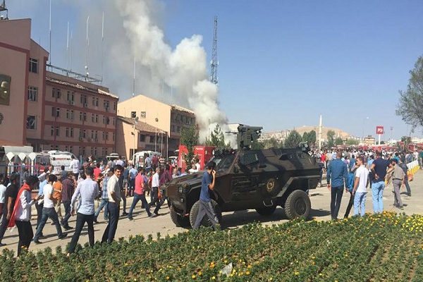 Elazığ'daki terör saldırısında 3 polis şehit oldu
