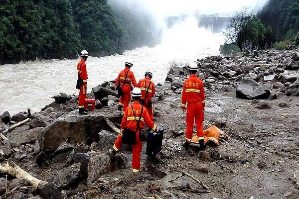Çin'de yaşanan heyelan felaketinde 8 kişinin cesedine ulaşıldı