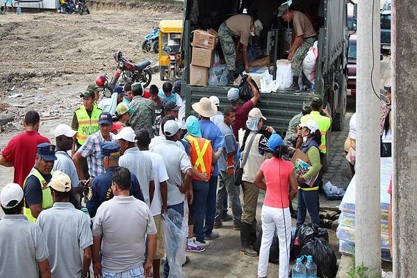 Ekvador'daki heyelan nedeniyle deprem bölgesine yardımlar ulaşamıyor