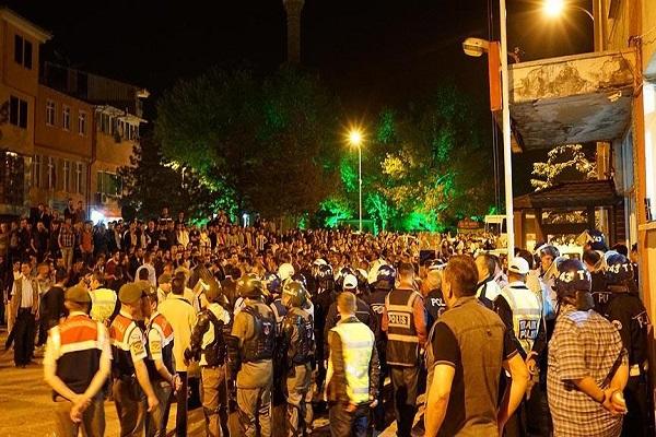 Kütahya'da Türk bayrağı yakıldı iddiası nedeniyle olaylar çıktı