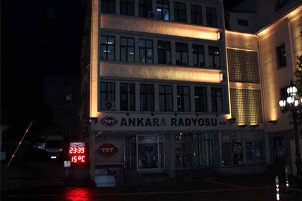 TRT Ankara Radyosu'nda gece yarısı büyük şok