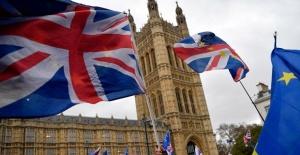 Başbakan May Brexit müzakerelerinin ertelenmesini istedi