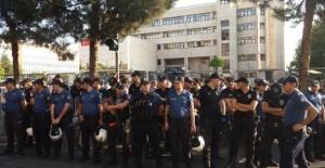 Diyarbakır, Mardin ve Van belediyeleri polis kordonu altında