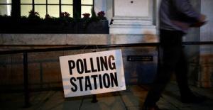 İngiltere yerel seçimler için sandık başında