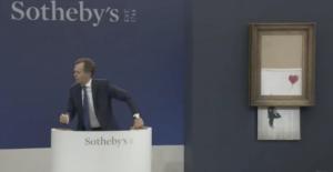 Sokak sanatçısı Banksy'nin en ünlü eserlerinden biri olan Love is in the Bin satılarak rekor kırdı.