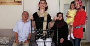 Dünyanın en uzun boylu kadını Rumeysa Gelgi, Guinness Rekorlar Kitabı'na adını yazdırdı