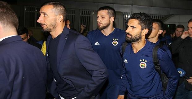 Fenerbahçeli futbolcular genç taraftarın ailesini yalnız bırakmadı