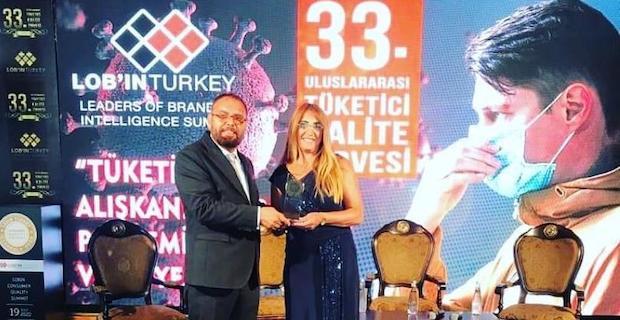 Londra'dan İstanbul'da başarı köprüsü, Filiz Yener başarı ödülünü aldı