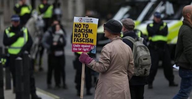 İngiltere'de aşırı sağ tehdidi hızla büyüyor