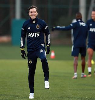 Mesut Özil ile Fenerbahçe 3,5 yıllık sözleşme imzalandı ! Arsenal'den Özil'e teşekkür mesajı