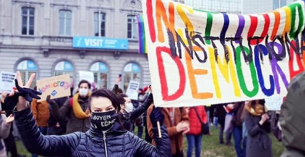 AB, öğrencilere uygulanan polis şiddeti ve LGBTİ nefret söylemini kınıyor, Brüksel'den Kader Sevinç açıkladı