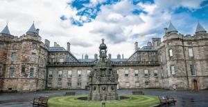 Buckingham Sarayı, yeşil enerji yasasında yapılan değişikliğin yasanın özüne dokunmadığında ısrarlı