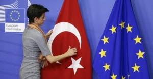 AB Komisyonu Türkiye dönem raporunu açıkladı! Demokrasi ve insan hakları geriye gidiyor vurgusu