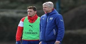 Arsene Wenger 'Mesut Özil Almanya Milli Takımına geri dönmeli'