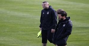Burak Yılmaz Beşiktaş formasıyla ilk antrenmanına çıktı