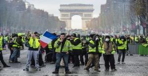 Fransız Bakan Castaner'dan 'sarı yelekliler'e tepki